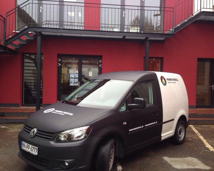 Der neue Auslieferungs Caddy ist jetzt im neuen Design beklebt worden und bereit die neuen Aufträge auszuliefern!